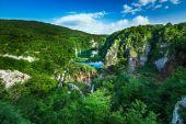 Flygfoto på vattenfallen i nationalparken plitvice, donja jezer — Stockfoto
