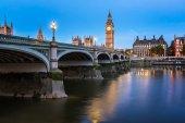 Big Ben, Queen Elizabeth Tower and Wesminster Bridge Illuminated — Stock Photo