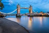 Tower Bridge and Thames River Lit by Moonlight at the Evening, L — Stock Photo