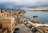 Aerial View on Valletta and Grand Harbour from Barrakka Gerdens, — Stock Photo