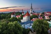 Aerial View of Tallinn Old Town from Toompea Hill in the Evening — Stock Photo