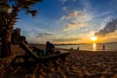 Tropical beach at sunset, Beach Chair on Pattaya Beach, Thailand — Stock Photo