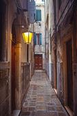 Callejuela en venecia — Foto de Stock