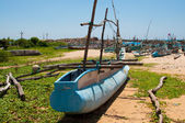 Untouched tropical beach and fishing boats in Sri-Lanka — Stock Photo