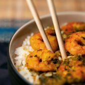 Curry prawns shrimp and rice in a bowl Caribbean food — Stock Photo