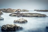 Pebble rocks on beach die Oysterl ,Long exposure technic . — Stock Photo