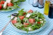 Greece salad with mozzarella, ruccola and tomatoes — Stock Photo