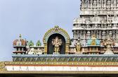 Ganesha Statue on glorious covered walkway to Thiruvannamalai te — Stockfoto