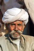 Old cattle farmer with white turban. — Stock Photo