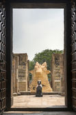 The two Nandi statues seen from inside Gangaikunda Temple. — Stock Photo