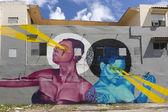 Graffiti of pink woman and blue woman beaming light. — Stock Photo