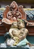 Детали старых гопурам храма Mahalingeswarar, влюбленная пара — Стоковое фото
