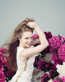 Beautiful Young Woman Lifts Hands Hair — Stock Photo