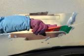 Automotive, ice cleaning from windshield — Stockfoto