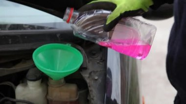 Mechanic pouring fresh antifreeze to engine — Stock Video