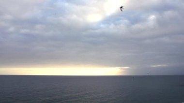 Cloudy sky over the ocean — Stock Video