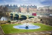 Water Fountain and London Bus — Stock Photo