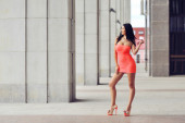 Full length fashion portrait of beautiful woman in red dress pos — ストック写真