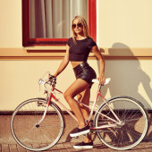 Sexy woman on a bicycle — ストック写真