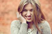 молодая девушка улыбается - крупным планом — Стоковое фото