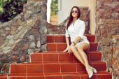 Sexy woman in sunglasses. Outdoor fashion portrait — Stock Photo