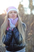 Beautiful woman wearing hat, scarf and down jacket in cold weath — Stock Photo