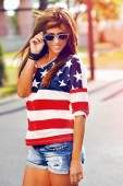 Fashion portrait of young hipster woman wearing sunglasses at su — Stock Photo