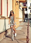 Attractive brunette on a vintage bike  — Stock fotografie