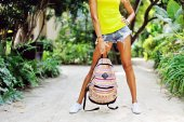Woman holding travel bag. Sexy female legs outdoor portrait. Clo — Stock Photo
