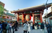 Tokyo, Japan - 21. November 2013: der buddhistische Tempel Senso-Ji — Stockfoto