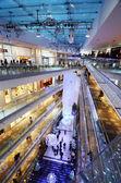 Tokyo, Japan - November 24, 2013: People shopping in Omotesando Hills — Stock Photo