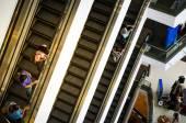 Bangkok, Thailand - September 12, 2013: Shoppers on escalator at Terminal21 shopping mall — Stock Photo