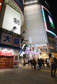 Tokyo, Japan - November 28, 2013: Tourist visit Shibuya District — Stock Photo
