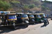 Jaipur, India - December 29, 2014:  Auto rickshaw taxis near Amber fort in Jaipur — Stock fotografie