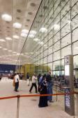 Mumbai, India - January 5, 2015: Travelers visit Chhatrapati Shivaji International Airport. — Stock Photo