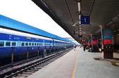 Jaipur, India - January 3, 2015: Passenger on platforms at the railway station of Jaipur — Stock Photo
