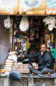 Ahmedabad, India - December 28, 2014: Unidentified Indian man selling variety product at market in Ahmedabad — Stock Photo