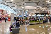 Mumbai, India - December25, 2014: Tourist Shopping at Duty free zone in Chhatrapati Shivaji International Airport — Stock Photo