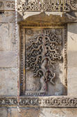 Exquisitely beautiful stone carved motifs on the minarets of the — Stockfoto