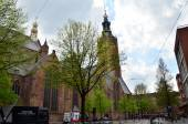 The Hague, Netherlands - May 8, 2015: People at Grote of Sint-Jacobskerk (Big Church). — Stock Photo