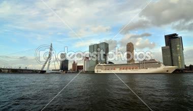 Rotterdam, The Netherlands - May 09, 2015: Erasmus Bridge with Rotterdam skyline. — Stock Video