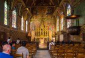 ブルージュ, ベルギー - 2015 年 5 月 11 日: 観光滞在ブルージュの聖血聖堂の内部. — ストック写真