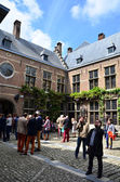 Antuérpia, Bélgica - 10 de maio de 2015: turista visitar rubenshuis (casa de rubens) em Antuérpia. — Fotografia Stock