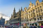 Brussels, Belgium - May 13, 2015: Many tourists visiting famous Grand Place of Brussels. — Stock Photo