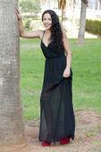 在一个公园美丽的女人 — 图库照片