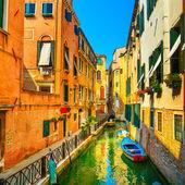 Venice cityscape, buildings, water canal and bridge. Italy — Foto de Stock