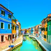 Venice landmark, Burano island canal, colorful houses and boats, — Zdjęcie stockowe