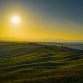 Tuscany, sunset rural landscape. Rolling hills and farmland. — Stock Photo