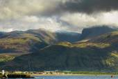 Ben Nevis mountain and Fort William town. Landscape in Highlands — Stock Photo