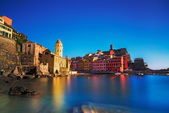 Vernazza village, church, rocks and sea harbor on sunset. Cinque — Stock Photo